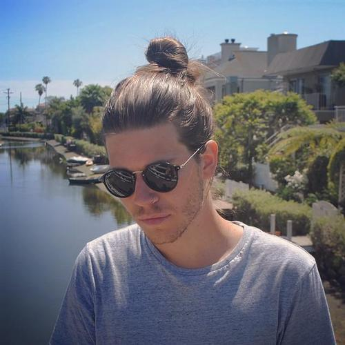 9-popular-guys-long-hairstyles-the-loose-bun